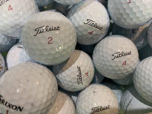 スタジオ室内のボールのほとんどが本格ツアーボールを使用。